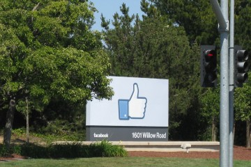Facebook - Let's Geek