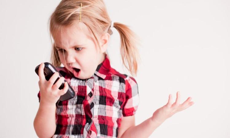 niño_smartphone